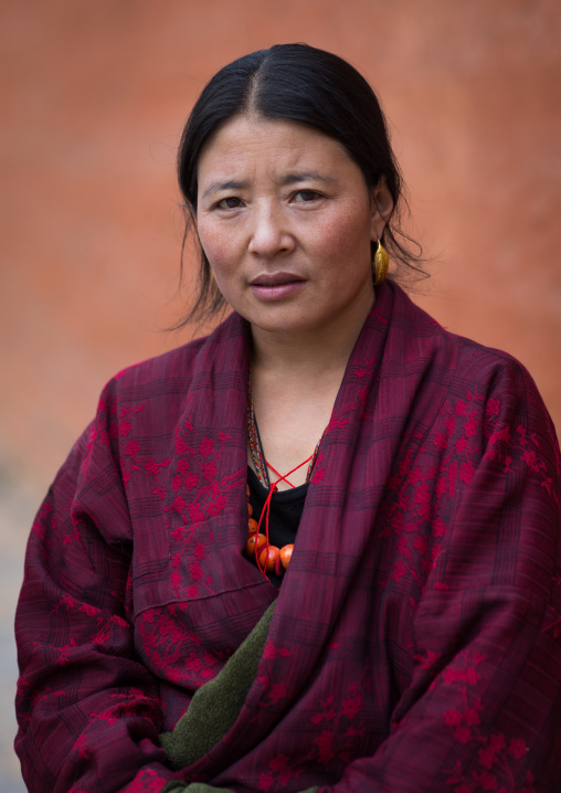 Portrait of a tibetan woman during a pilgrimage in Labrang monastery, Gansu province, Labrang, China