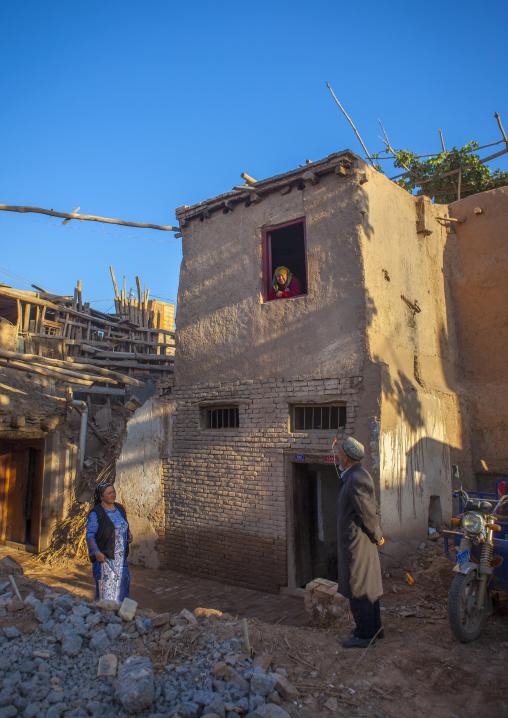 Uyghur People Chatting, Old Town Of Kashgar, Xinjiang Uyghur Autonomous Region, China