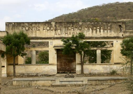 Fonte Acqua Termo Minerale Old Factory, Eritrea