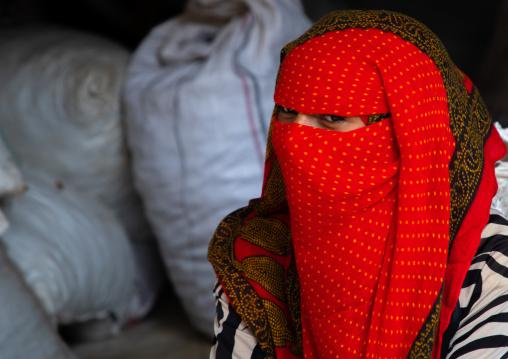 Bilen tribe woman with the face covered in the monday market, Semien-Keih-Bahri, Keren, Eritrea