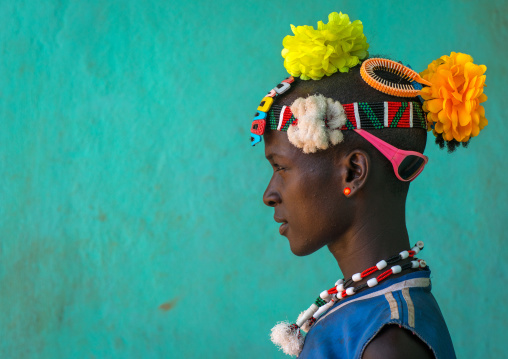 Profile of a bana tribe man with plastic flowers in the hair, Omo valley, Key afer, Ethiopia