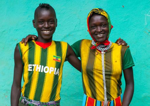 Smilinh bana tribe couple, Omo valley, Key afer, Ethiopia