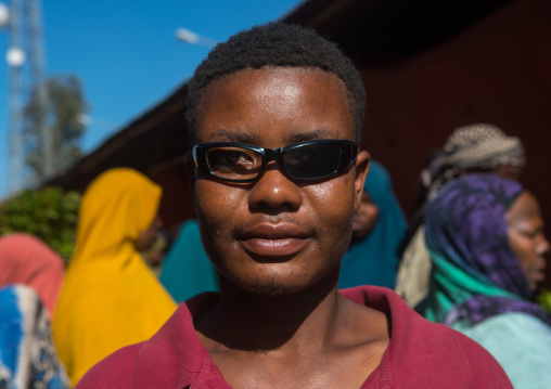 Man wearing sunglasses with one glass missing, Harari region, Awaday, Ethiopia
