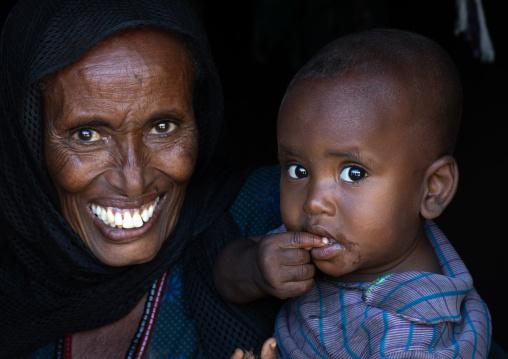 Portrait of a raya woman with her child, Afar Region, Chifra, Ethiopia