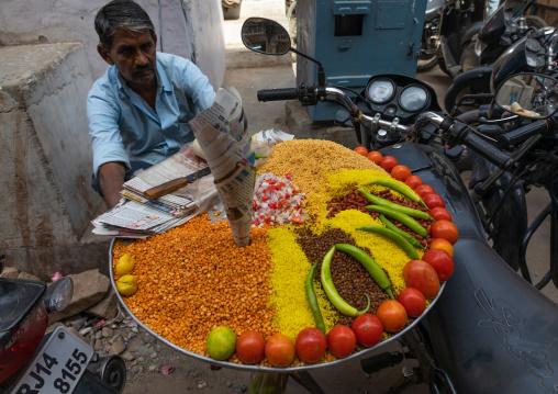 Traditional vegetarian street food, Rajasthan, Jaipur, India