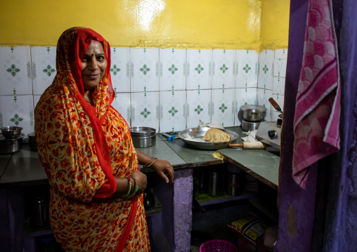 Portrait of a rajasthani woman in traditional clothing in her kitchen, Rajasthan, Jodhpur, India