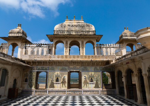 Rajput style courtyard inside the city palace, Rajasthan, Udaipur, India