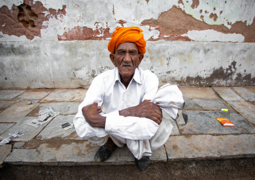 Portrait of a rajasthani man in traditional clothing in the street, Rajasthan, Nawalgarh, India
