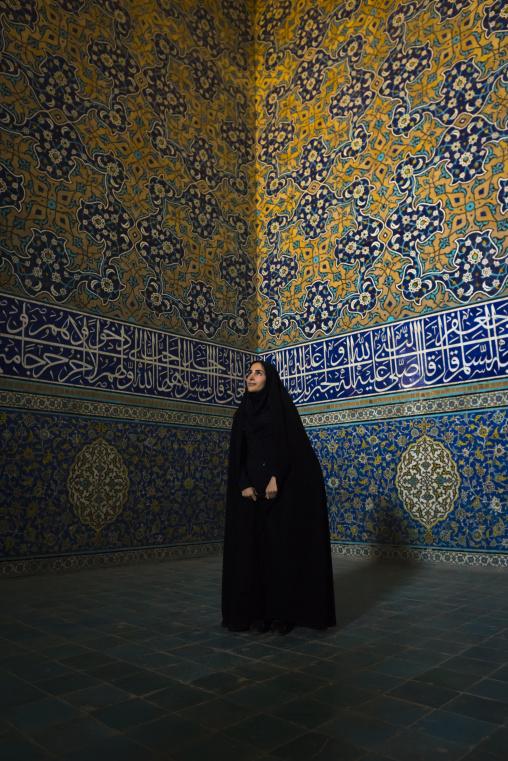 Iranian veiled woman inside sheikh lotfollah mosque, Isfahan province, Isfahan, Iran