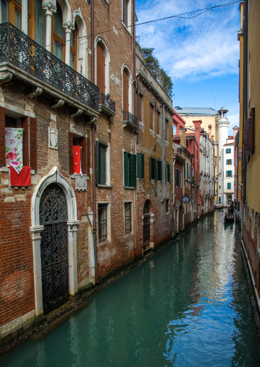 Small canal in the old town, Veneto, Venice, Italia