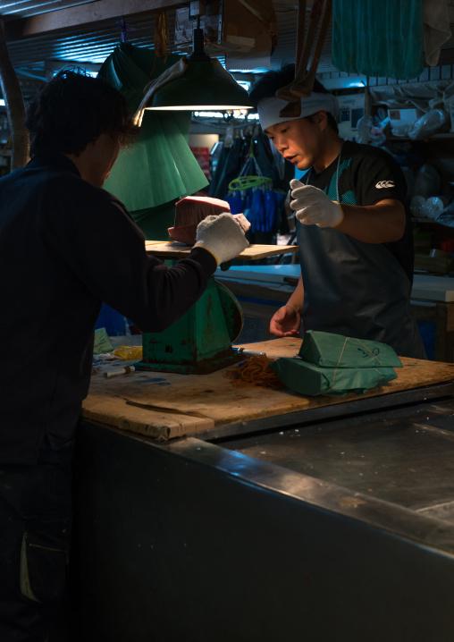 Vendors at tsukiji fish market, Kanto region, Tokyo, Japan