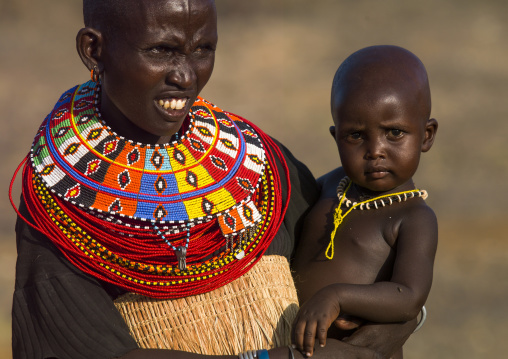El molo tribe mother with her baby, Turkana lake, Loiyangalani, Kenya