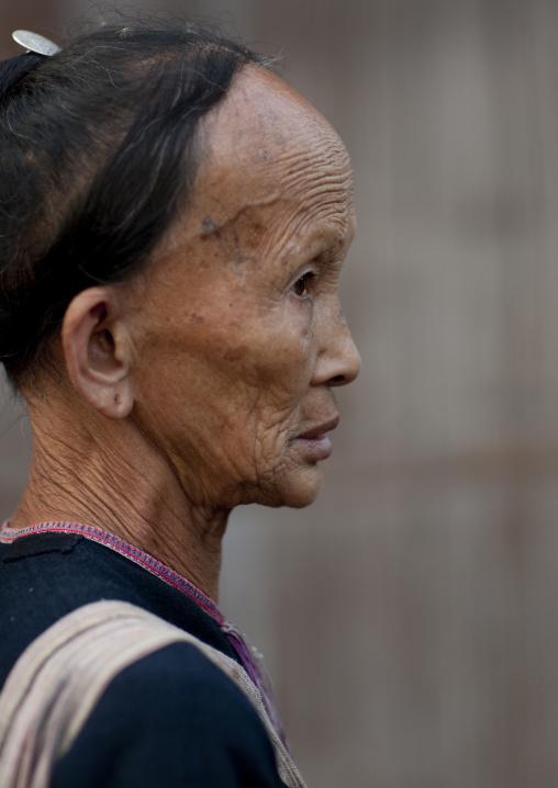 Lantaen minority old woman, Nam deng, Laos