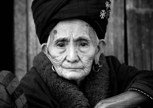 Yao minority old woman, Ban xay leck, Laos