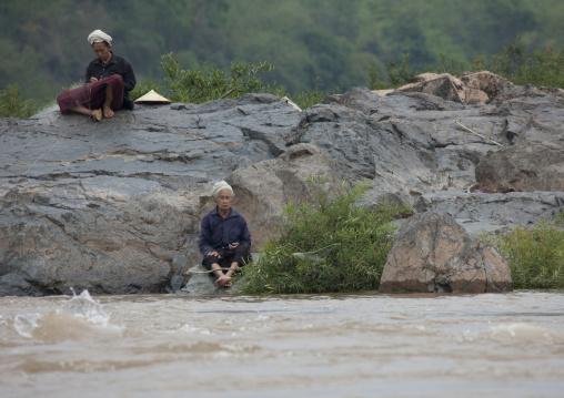 Fishermen on mekong river, Luang prabang, Laos