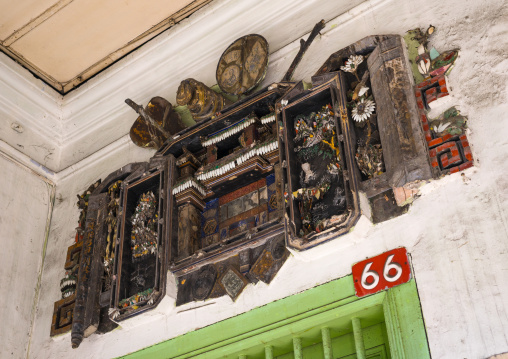 A Mirror On The Front Door Of A Chinese House To Fright Away Evil Spirits, Penang Island, George Town, Malaysia