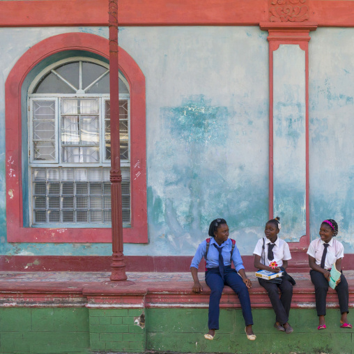 Girls In Front Of An Old Portuguese Colonial Building, Inhambane, Mozambique
