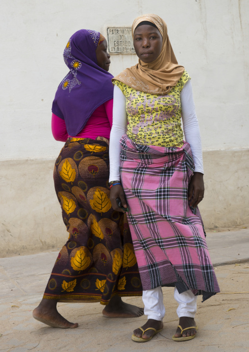 Young Muslim Women, Island Of Mozambique, Mozambique