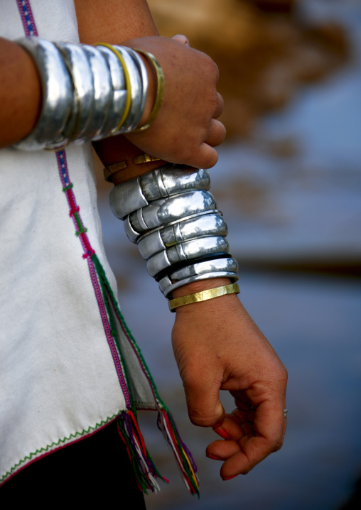 Long neck woman bracelet, Inle lake, Myanmar