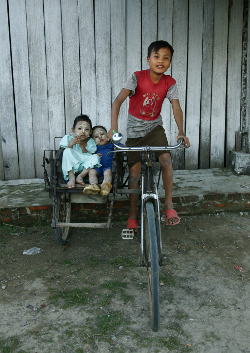 Kids playing with a rickshaw, Ngapali, Myanmar