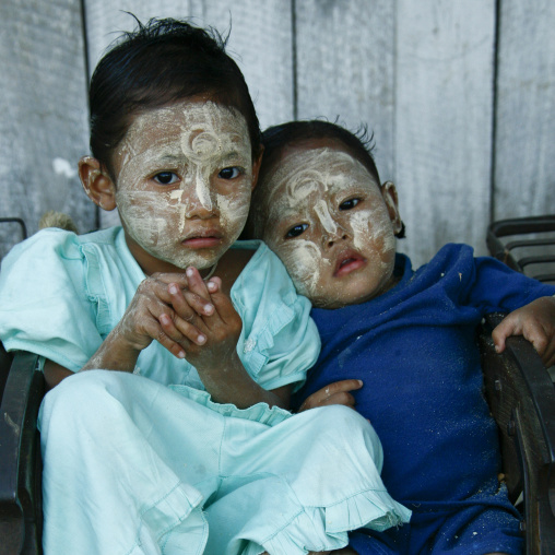 Kids with thanaka on cheeks, Ngapali, Myanmar