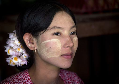 Beautiful burmese woman, Ngapali, Myanmar