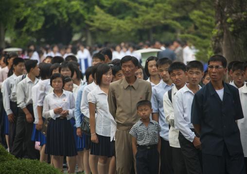 North Korean people queueing at Kim il Sung Mangyongdae native house, Pyongan Province, Pyongyang, North Korea