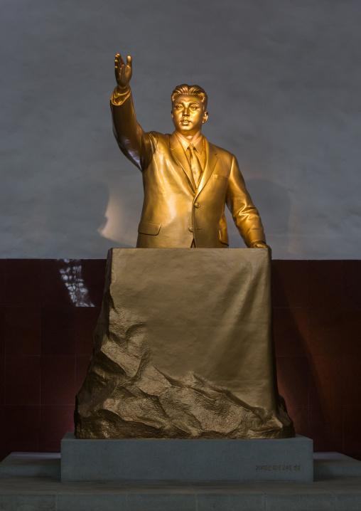Golden statue of Kim il Sung in Kaeson metro station, Pyongan Province, Pyongyang, North Korea