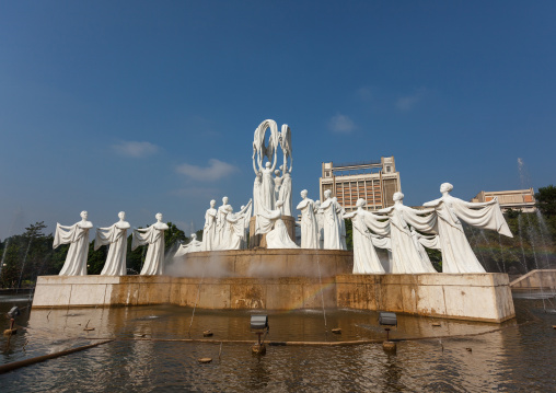 Mansudae fountain park dedicated to the glory of Kim il Sung with the statues performing a dance called snow falls, Pyongan Province, Pyongyang, North Korea