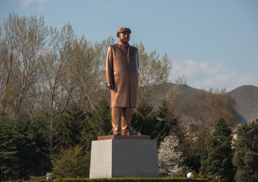 Dear leader Kim il Sung statue on main square, North Hamgyong Province, Chongjin, North Korea