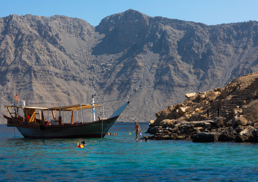 Tourists snorkelling in telegraph island, Musandam Governorate, Khasab, Oman