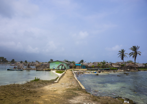Panama, San Blas Islands, Mamitupu, Pollution On The Banks Of A Kuna Indian Village