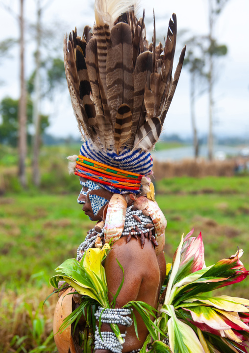 Highlander woman with traditional clothing during a sing-sing, Western Highlands Province, Mount Hagen, Papua New Guinea