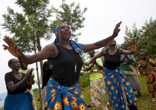 Traditional dance in nkombo island on kivu lake - rwanda