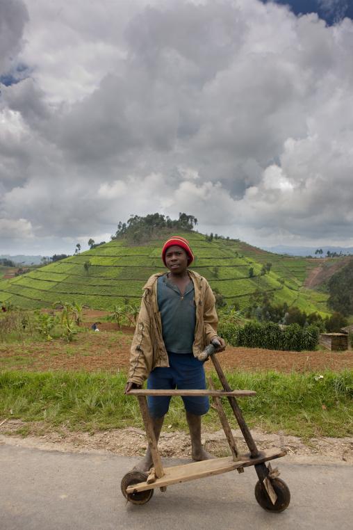 Kid and bike with gisakura area - rwanda
