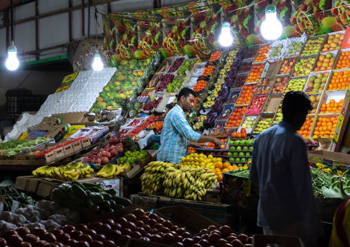 Vendors in a vegetables and fruits market, Jizan Province, Sabya, Saudi Arabia