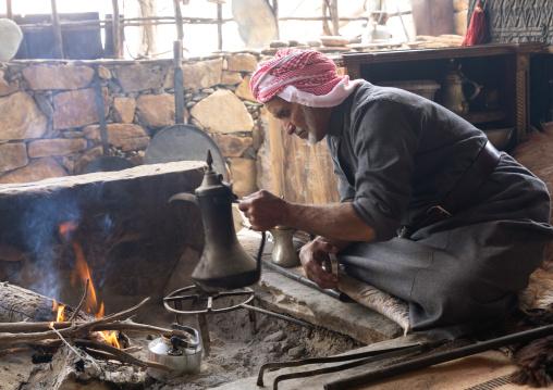 Saudi man preparing coffe in a majlis, Asir province, Tanomah, Saudi Arabia