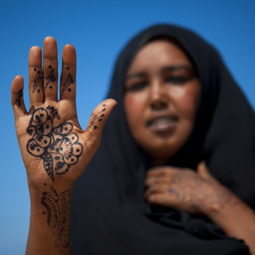 A woman showing her hand painted with henna,  Berbera area, Somaliland