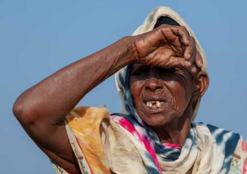 Old somali woman protecting her eyes from the sun, Awdal region, Zeila, Somaliland