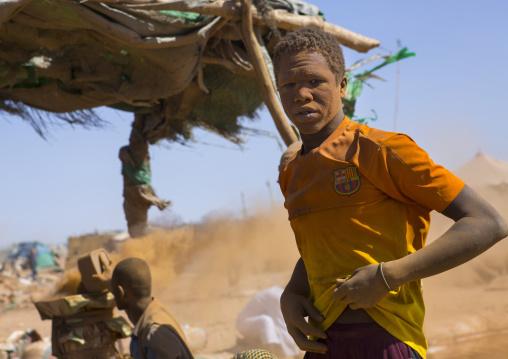 Sudan, Khartoum State, Alkhanag, men searching for gold