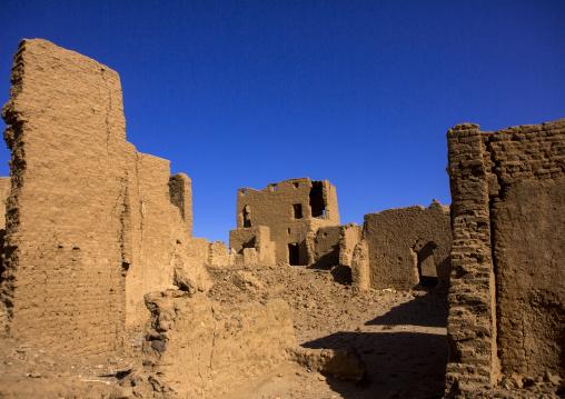 Sudan, River Nile, Al-Khandaq, abandonned mud brick house al-khandaq