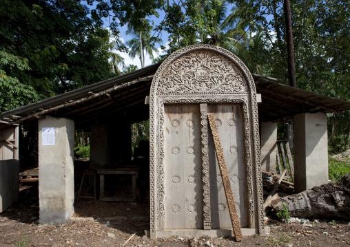Door building in zanzibar, Tanzania