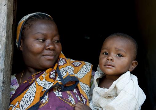 Mother and child, Pemba, Tanzania