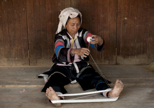 Lahu woman weaving, Ban bor kai village, Thailand