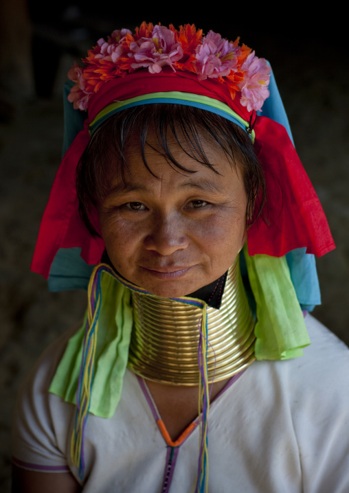 Long neck woman in ban mai nai soi, Thailand