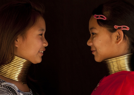 Long neck girls called mashe and mu je, Ban nai soiy village, Thailand