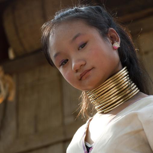 Ong neck girl, Nam peang din village, North thailand