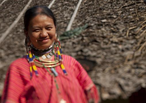 Kor yor tribe woman, Nam peang din village, North thailand