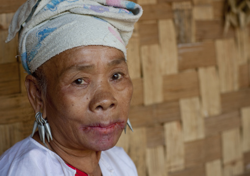 Miss tee mo from the karen tribe inmae soi-u village on the thai-myanmar border, Thailand
