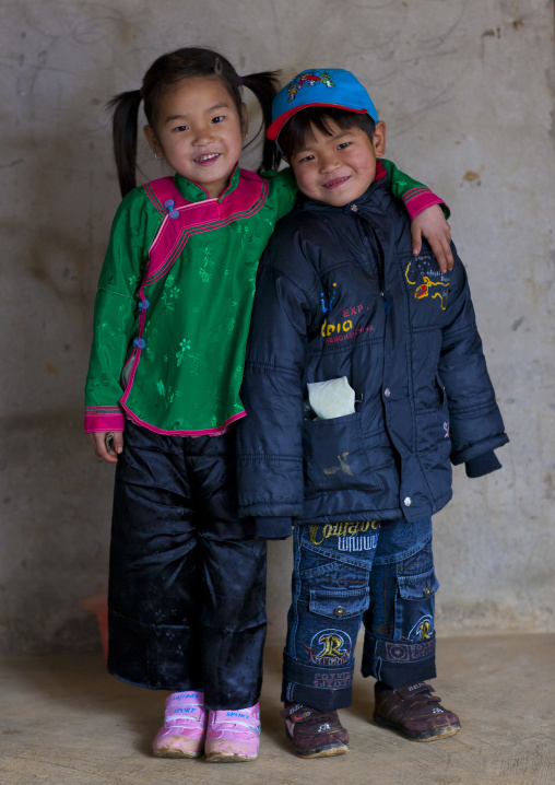 Happy giay kids, Sapa, Vietnam